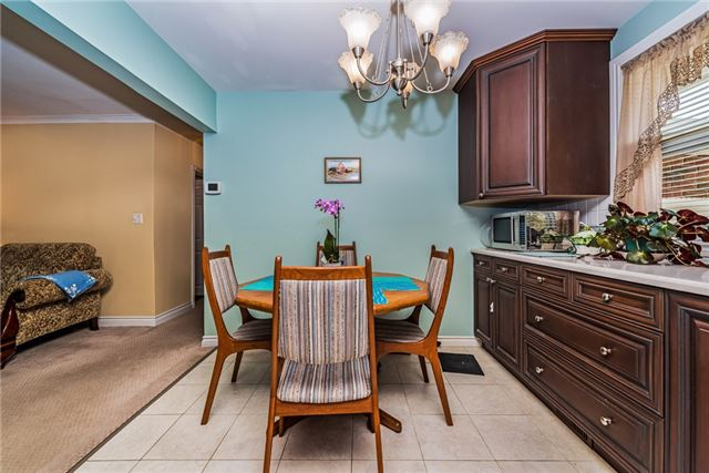 Detached at 2075 Gilford Rd, Innisfil, Ontario. Image 15
