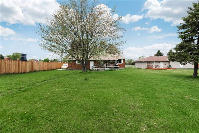 Detached at 2075 Gilford Rd, Innisfil, Ontario. Image 6