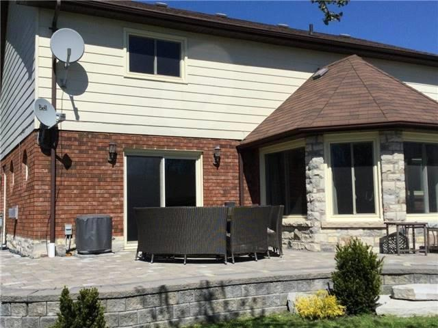 Detached at 66 North St, Georgina, Ontario. Image 6