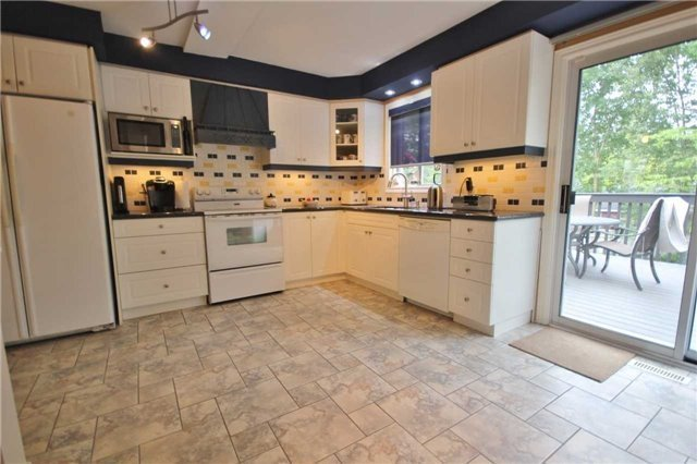 Detached at 705 Happy Vale Dr, Innisfil, Ontario. Image 3