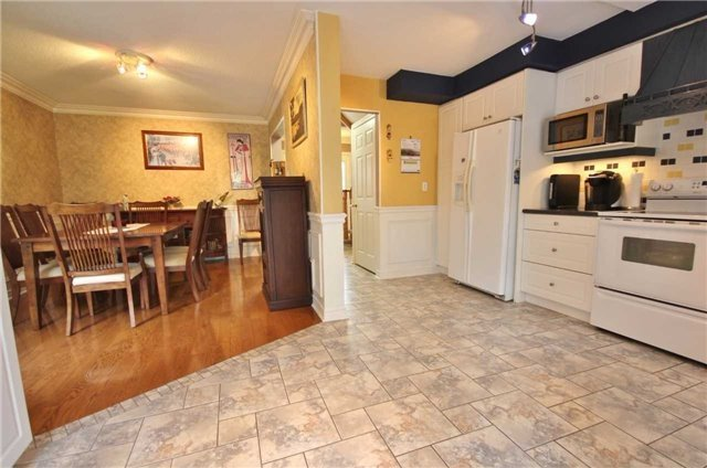 Detached at 705 Happy Vale Dr, Innisfil, Ontario. Image 4