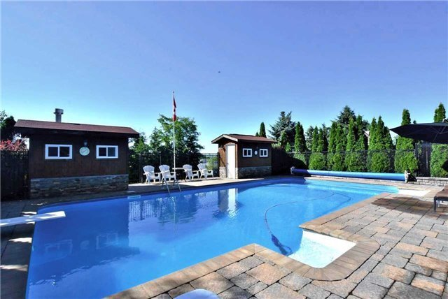 Detached at 34 Royal Crt, Bradford West Gwillimbury, Ontario. Image 4