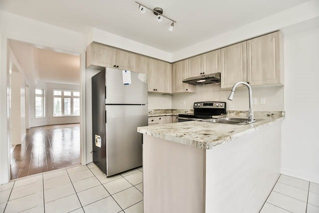 Detached at 165 Flagstone Way, Newmarket, Ontario. Image 15