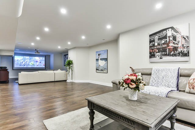 Detached at 46 Northgate Cres, Richmond Hill, Ontario. Image 8