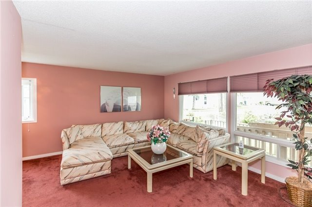 Detached at 35 Hawthorne Dr, Innisfil, Ontario. Image 12