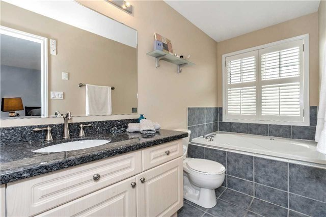 Detached at 26 Merdock Crt, Whitchurch-Stouffville, Ontario. Image 10