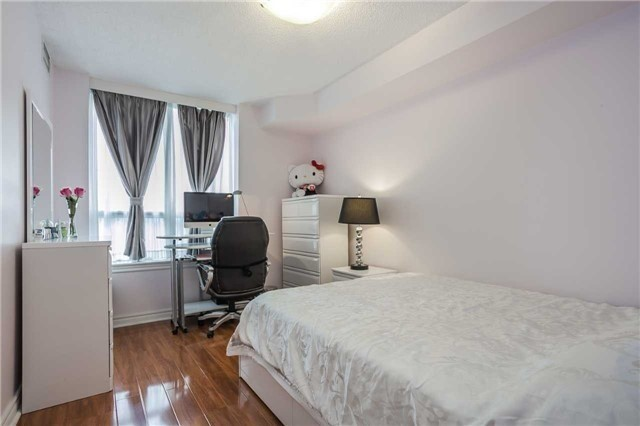 Condo Apartment at 51 Times Ave, Unit 806, Markham, Ontario. Image 13