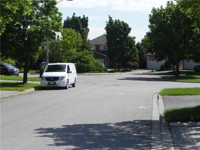 Detached at 15 Okanagan Dr, Richmond Hill, Ontario. Image 4