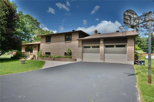 Detached at 20359 Yonge St, East Gwillimbury, Ontario. Image 1