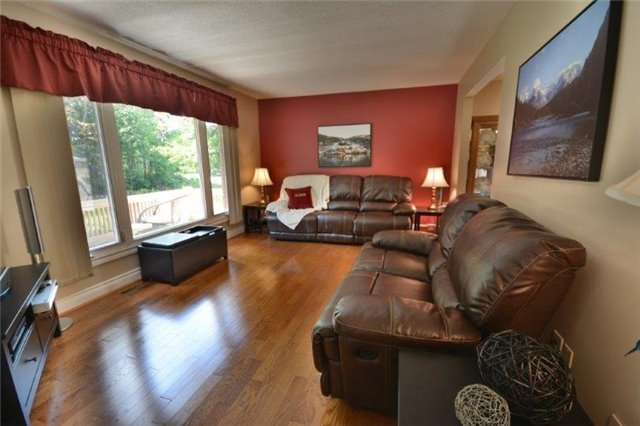 Detached at 20359 Yonge St, East Gwillimbury, Ontario. Image 16