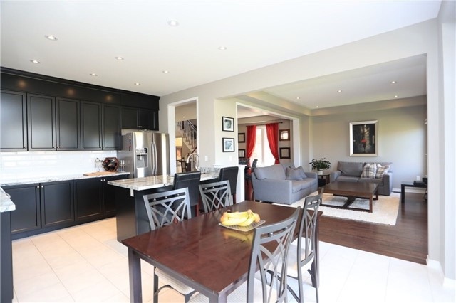 Detached at 32 Cauthers Cres, New Tecumseth, Ontario. Image 2
