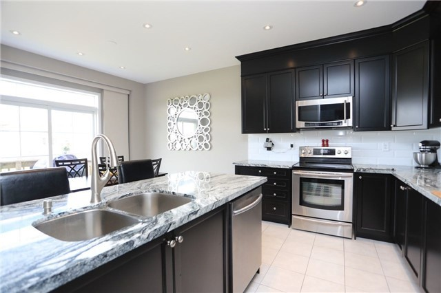 Detached at 32 Cauthers Cres, New Tecumseth, Ontario. Image 3