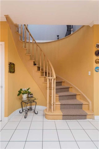 Detached at 32 Richbell St, Vaughan, Ontario. Image 2
