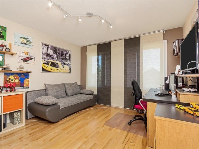 Detached at 32 Richbell St, Vaughan, Ontario. Image 7