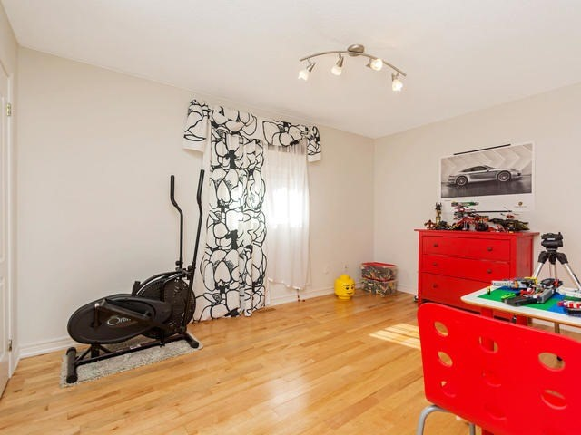 Detached at 32 Richbell St, Vaughan, Ontario. Image 10