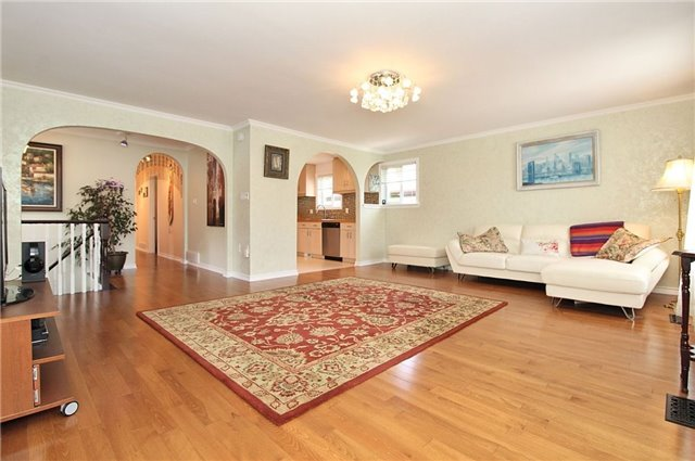 Detached at 8 Plaisance Rd, Richmond Hill, Ontario. Image 16