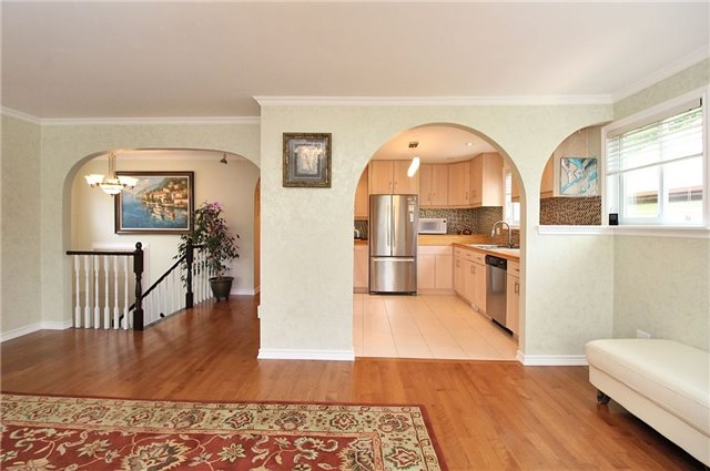Detached at 8 Plaisance Rd, Richmond Hill, Ontario. Image 17