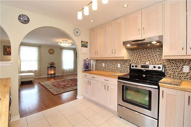 Detached at 8 Plaisance Rd, Richmond Hill, Ontario. Image 19