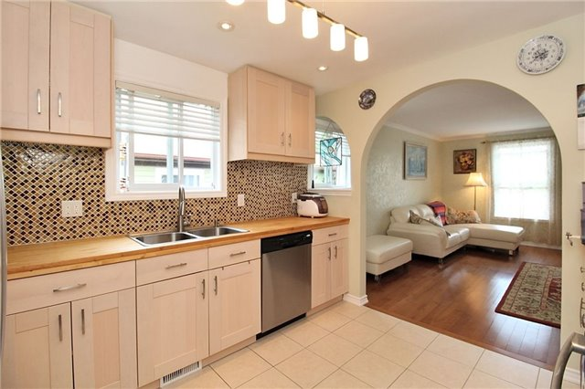 Detached at 8 Plaisance Rd, Richmond Hill, Ontario. Image 20