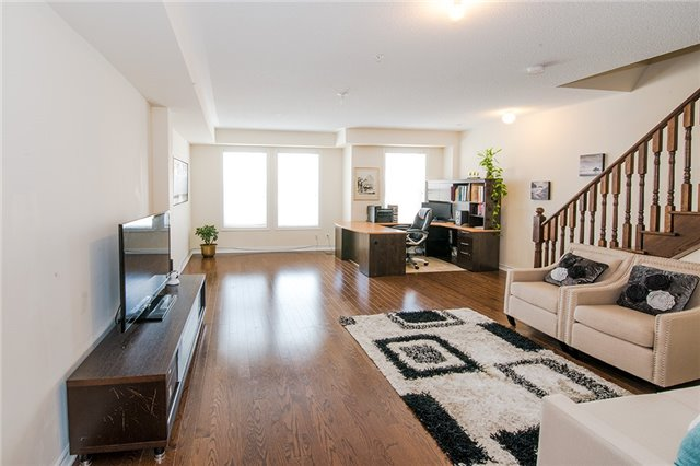 Townhouse at 27 Cathedral High St, Markham, Ontario. Image 7