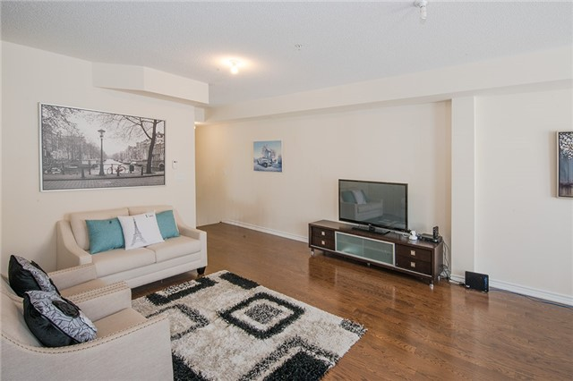 Townhouse at 27 Cathedral High St, Markham, Ontario. Image 8