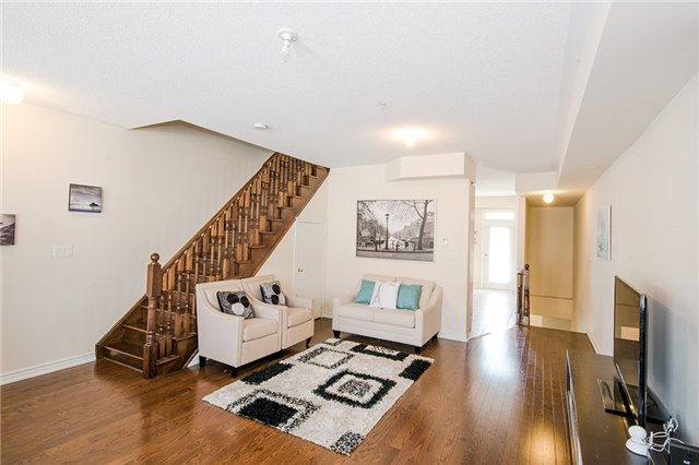 Townhouse at 27 Cathedral High St, Markham, Ontario. Image 9