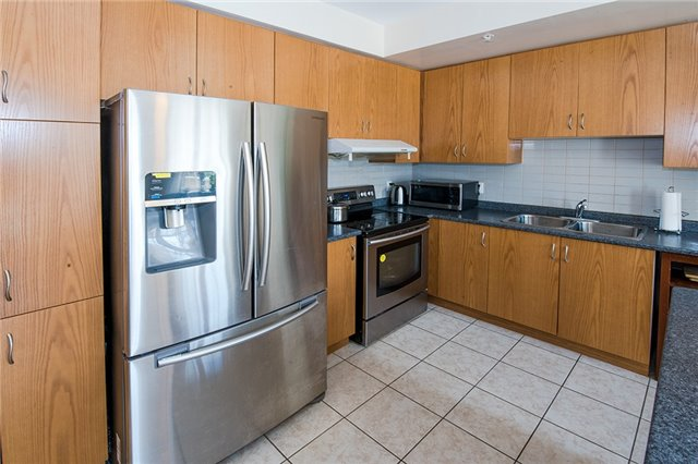 Townhouse at 27 Cathedral High St, Markham, Ontario. Image 10