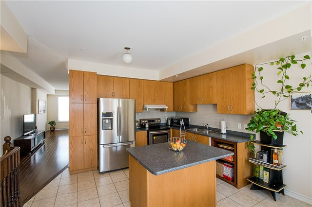 Townhouse at 27 Cathedral High St, Markham, Ontario. Image 11