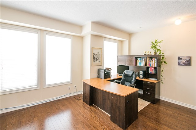 Townhouse at 27 Cathedral High St, Markham, Ontario. Image 12