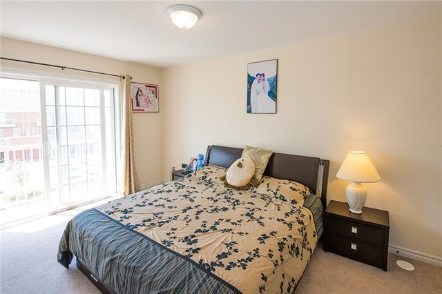 Townhouse at 27 Cathedral High St, Markham, Ontario. Image 13