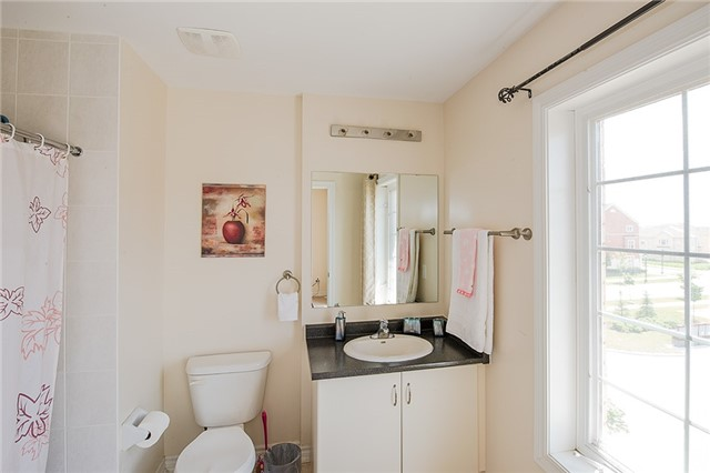Townhouse at 27 Cathedral High St, Markham, Ontario. Image 14