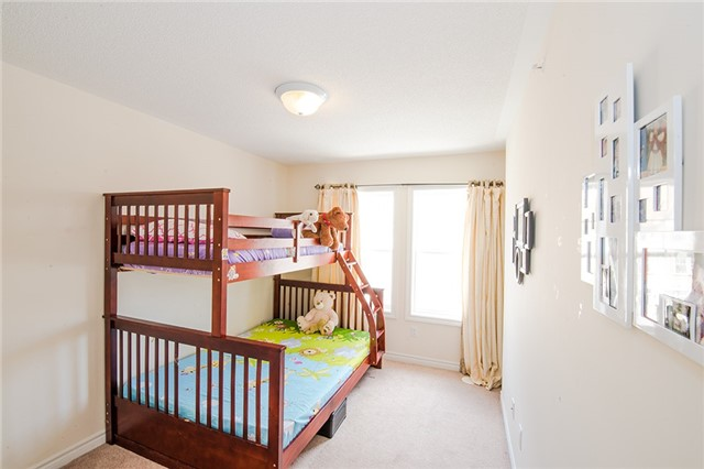 Townhouse at 27 Cathedral High St, Markham, Ontario. Image 2