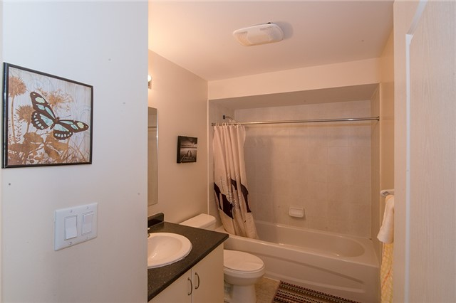 Townhouse at 27 Cathedral High St, Markham, Ontario. Image 4