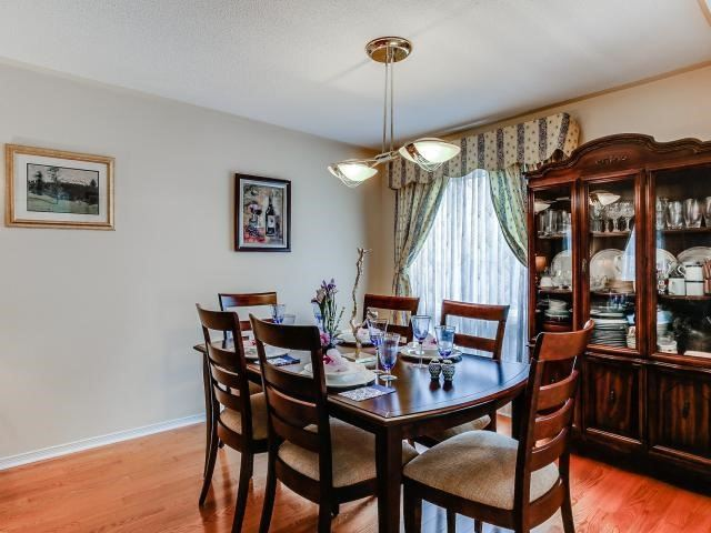 Link at 145 Cairncross Cres, Markham, Ontario. Image 18
