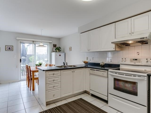 Link at 145 Cairncross Cres, Markham, Ontario. Image 20