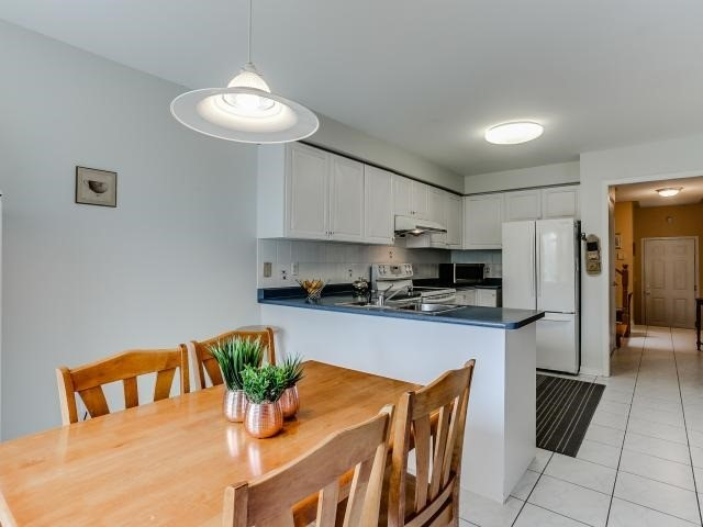 Link at 145 Cairncross Cres, Markham, Ontario. Image 2