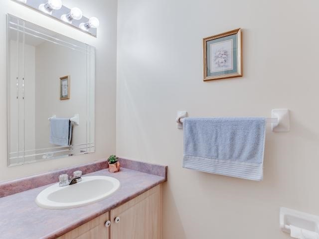 Link at 145 Cairncross Cres, Markham, Ontario. Image 3