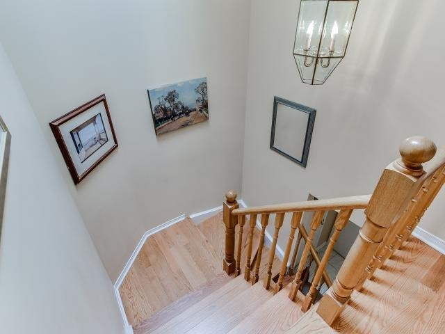 Link at 145 Cairncross Cres, Markham, Ontario. Image 4