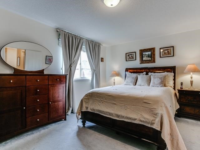 Link at 145 Cairncross Cres, Markham, Ontario. Image 5