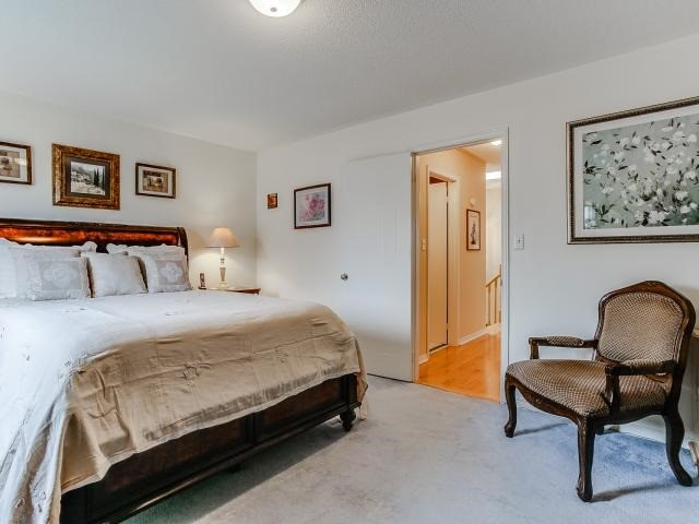 Link at 145 Cairncross Cres, Markham, Ontario. Image 6