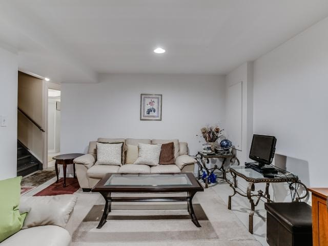 Link at 145 Cairncross Cres, Markham, Ontario. Image 11