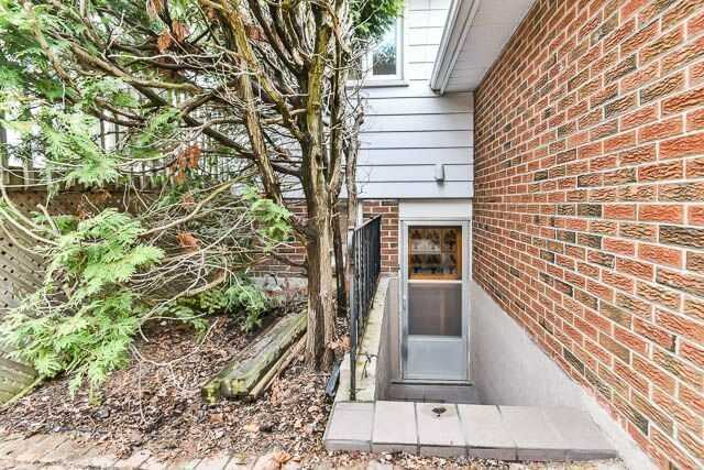 Detached at 20 Chant Cres, Markham, Ontario. Image 10