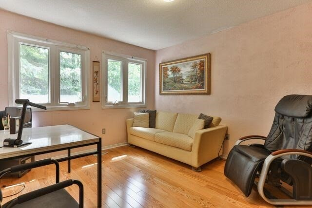 Detached at 21 Tanglewood Tr, Markham, Ontario. Image 6