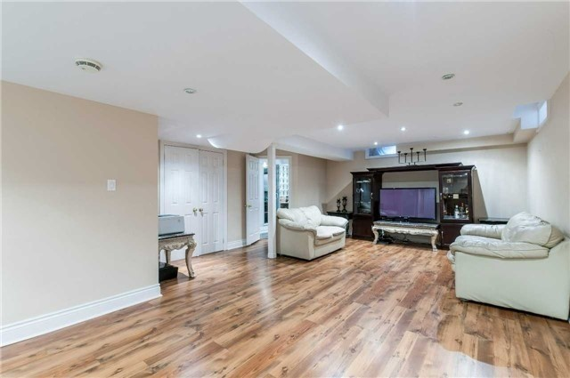 Detached at 15 Sandway Cres, Vaughan, Ontario. Image 8