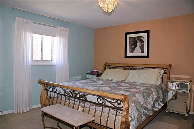 Detached at 3460 Herald Rd, East Gwillimbury, Ontario. Image 3