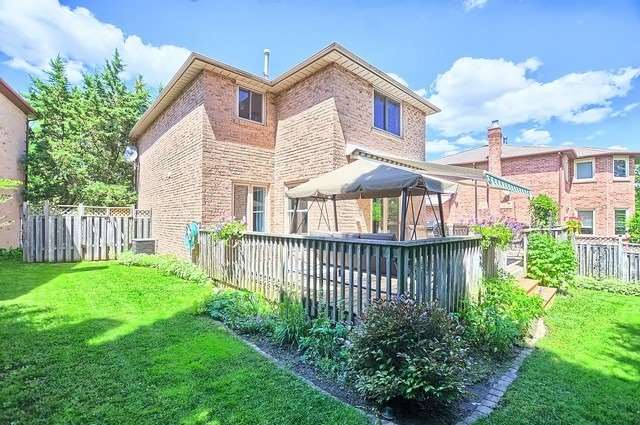 Detached at 19 Tannery Creek Cres, Aurora, Ontario. Image 13