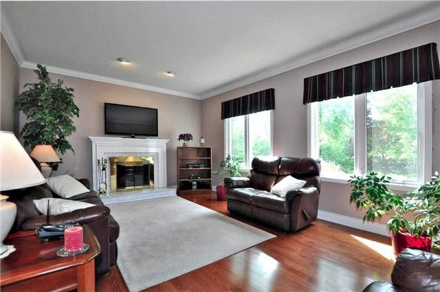 Detached at 894 Norsan Crt, Newmarket, Ontario. Image 17