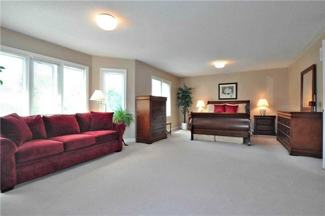 Detached at 894 Norsan Crt, Newmarket, Ontario. Image 19