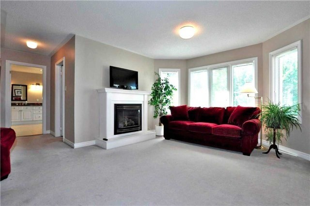 Detached at 894 Norsan Crt, Newmarket, Ontario. Image 20