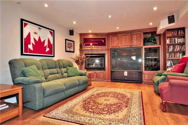 Detached at 894 Norsan Crt, Newmarket, Ontario. Image 6